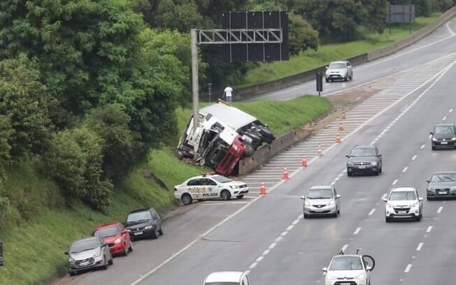D. Pedro terá interdição hoje para retirar caminhão tombado em Campinas