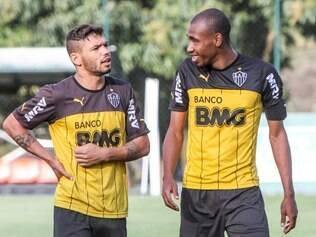 Carlos (e) se destacou com a camisa alvinegra durante da disputa da Taça BH