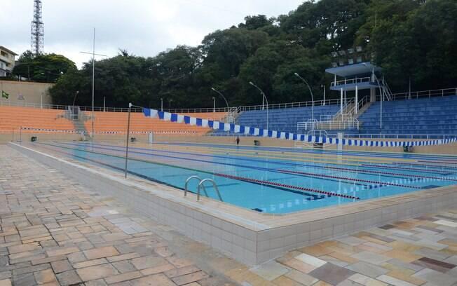 As piscinas públicas de São Paulo, como a do Pacaembu, requerem cadastro, mas são ótimas atividades de verão