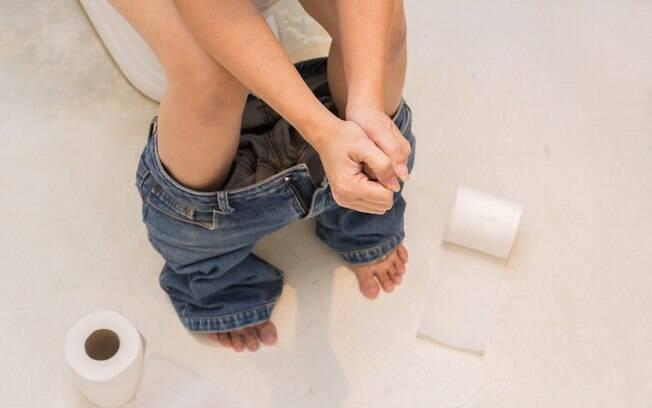 Sente dor quando vai ao banho? Você pode ter hemorroidas; veja quais as causas, os sintomas e os tratamentos da condição