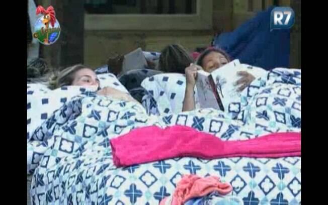 Joana e Valesca deitam para descansar