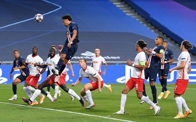 Marquinhos buscou no alto e marcou o primeiro gol do PSG