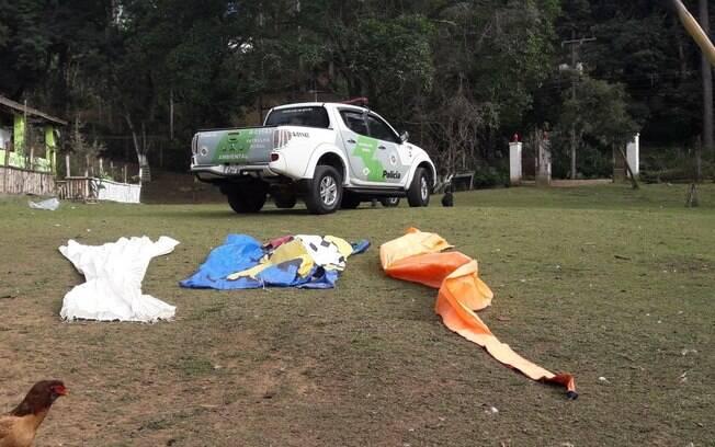 O PMs conseguiram apreender 14 balões prontos para soltura