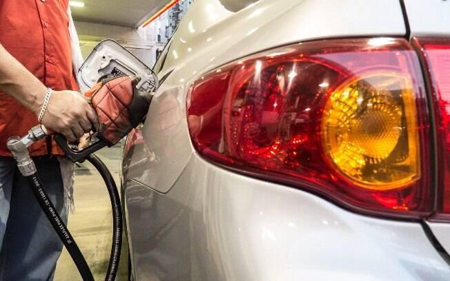 Do preço da gasolina, 27% correspondem aos valores praticados nas refinarias e outros 45% aos impostos incidentes
