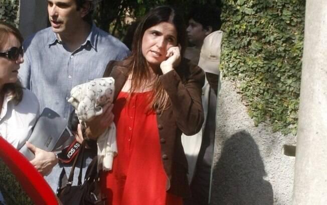 Malu Mader prestigia a amiga Claudia Abreu no batizado do filho