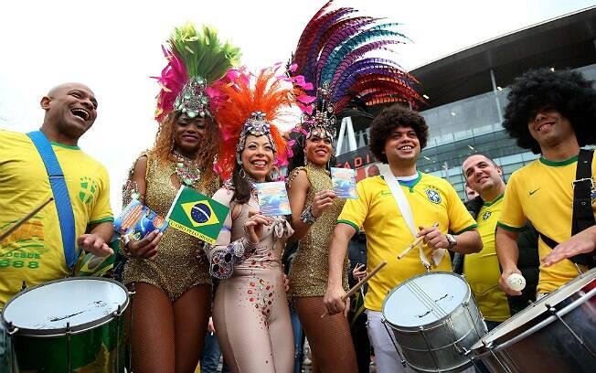 Torcedores brasileiros fazem festa antes do amistoso entre Brasil e Chile, disputado em Londres. Foto: Getty Images/Paul Gilham