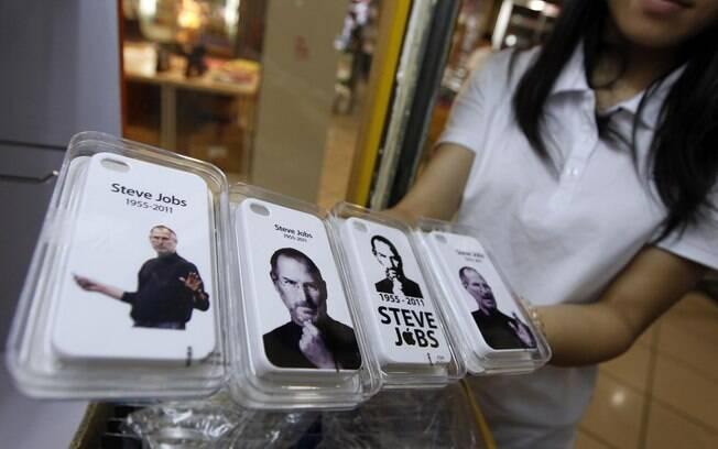 Capas protetoras de iPhone 4 com fotos de Steve Jobs são vendidas na China