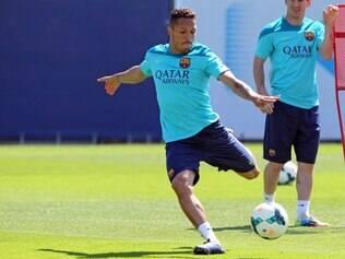 Por problema cardíaco, Adriano desfalcará Barcelona por até seis semanas