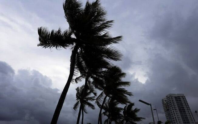 Furacão Irma impediu que a equipe de resgate chegasse até a mulher grávida; com isso, o parto foi direcionado por telefone