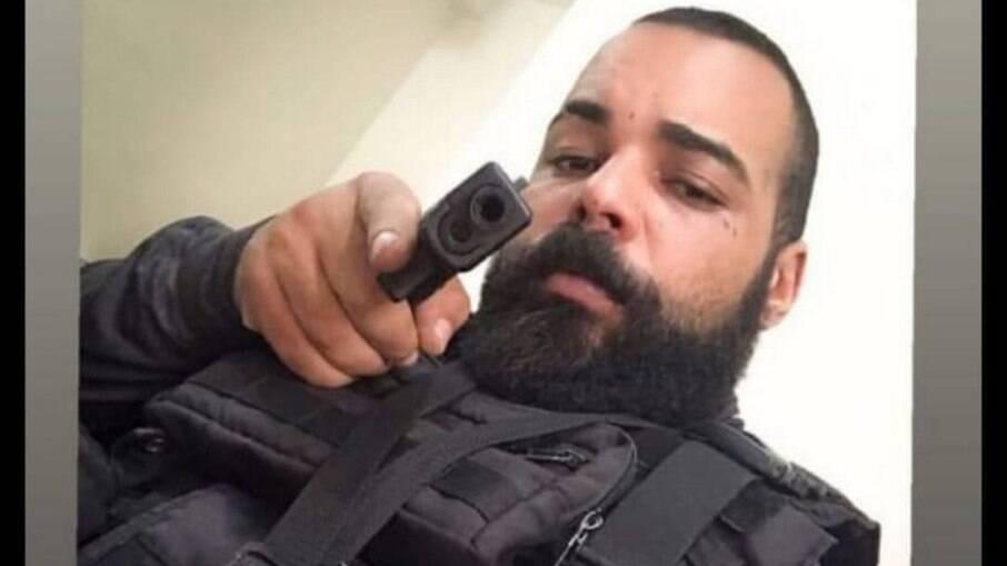 Thierry Martins de Carvalho publicava fotos nas redes sociais se passando por policial civil