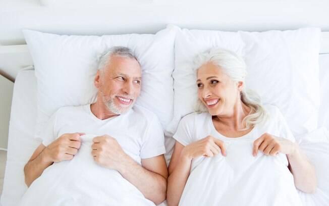 Segundo pesquisadores, a idade faz com que as pessoas se importem menos com a frequência do sexo e se preocupe com qualidade