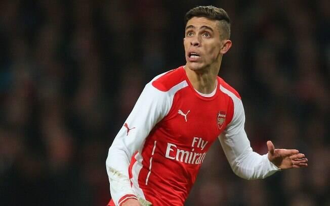 Gabriel Paulista saiu do Vitória rumo à Europa e atualmente veste a camisa pesada do Arsenal