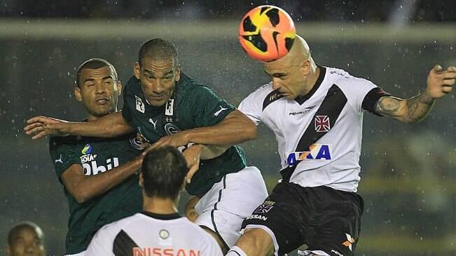 Goiás vence, e zagueiro do Vasco fala em falta de sorte