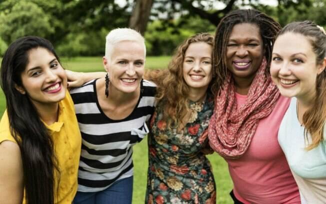 Feminismo interseccional vem da percepção de que as mulheres têm vivências de demandas distintas, mas devem se unir
