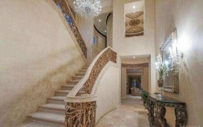 Ambientes são decorados com muito mármore