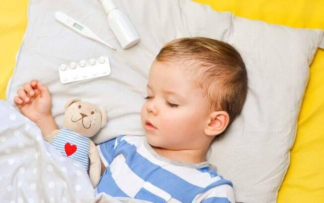 Sabia que um absorvente pode ajudar um bebê com o nariz congestionado? Veja detalhes desse macete de mãe