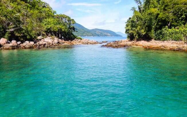 Além de conhecer o mar, em Ilha Grande é possível fazer trilhas de curta duração e visitar alguns dos pontos históricos