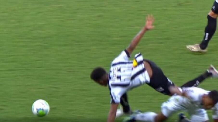 Keno sofreu lesão na partida contra o Santos