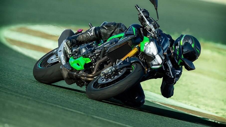 Kawasaki Z900 SE 2022 passará a ter freios Brembo mais eficientes entre as principais mudanças adotadas