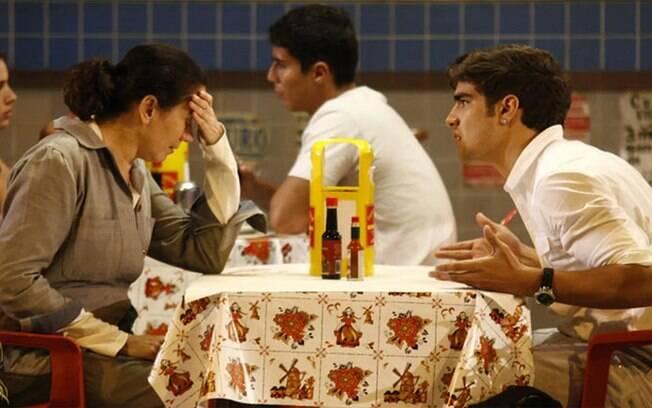 Rene vai procurar por Griselda e Antenor surta ao ver o sogro em sua casa