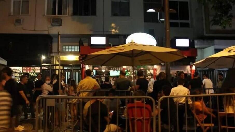 Bares aglomerados no Rio de Janeiro