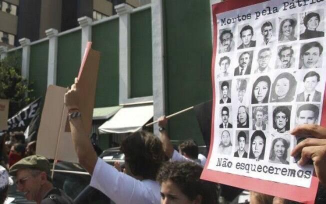 Movimentos sociais protestaram em São Paulo em 2014 para expor militares e ex-policiais torturadores