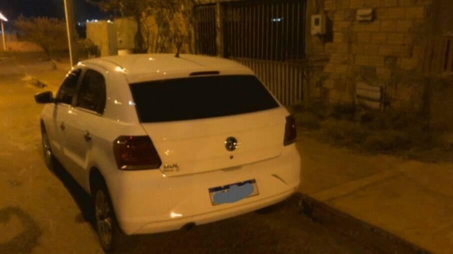 Carro foi recuperado pelos policiais