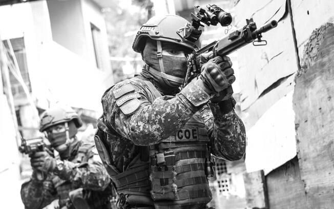 A visão de um Operador do COE, totalmente equipado, com sua faca de combate, arma curta e longa impõe respeito e medo nos criminosos. Recentemente dois criminosos comentaram com orgulho na Delegacia: