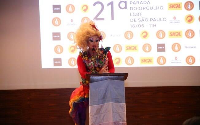 Mestre de Cerimônia, a drag queen Tchaka reforçou a importância de um Estado Laico para a comunidade LGBT