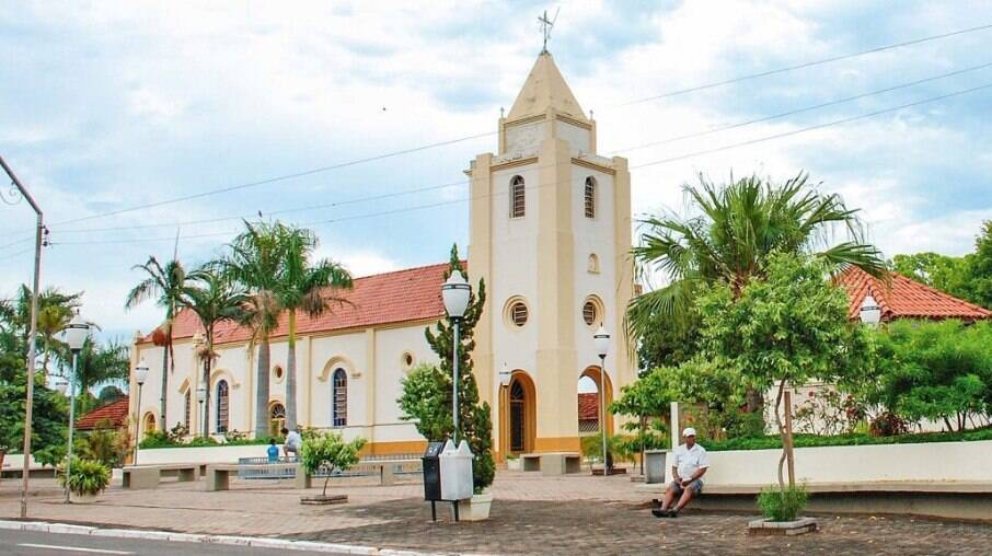 Igreja Matriz de Santo Antônio, no centro de Borá