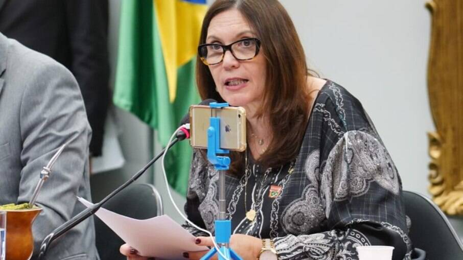 Presidente da CCJ, Bia Kicis, e deputados de oposição bateram boca durante sessão nesta segunda-feira
