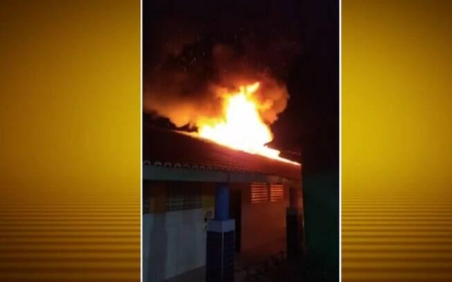 Criminosos incendiaram uma creche na madrugada desta terça-feira, no Ceará