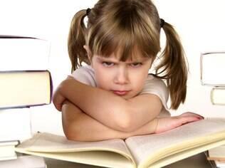 Dificuldades para ler e escrever podem ter origem em problemas oftalmológicos