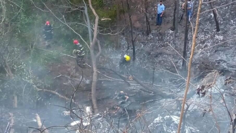Avião bimotor cai e pega fogo no MT