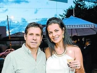 O empresário Agilberto Costa e Grasielle Dudra, curtindo o Espaço Ferrari – parceria do restaurante Villa Roberti com a grife italiana de espumantes