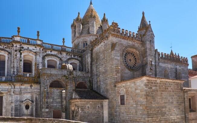 A Sé de Évora dá o ponta pé inicial para a jornada de turismo religioso em Portugal na região de Alentejo
