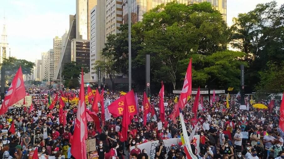 Manifestações contra Jair Bolsonaro (sem partido) foram realizadas em todo o Brasil no último sábado (29); Foto: protesto na Avenida Paulista