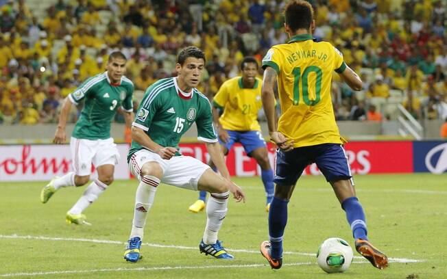 Neymar criou a jogada para o gol do atacante  Jô