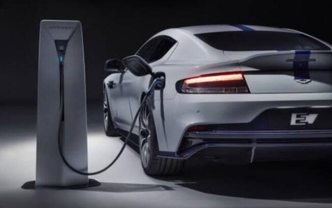 O filme da série James Bond  sempre mostrou tecnologias de uma época e não é de surpreender que agora use um carro EV