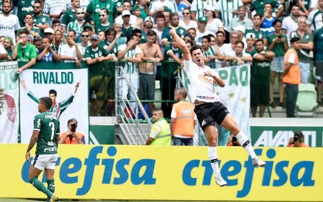 Danilo Avelar abriu o placar no clássico contra o Palmeiras, no Allianz Parque