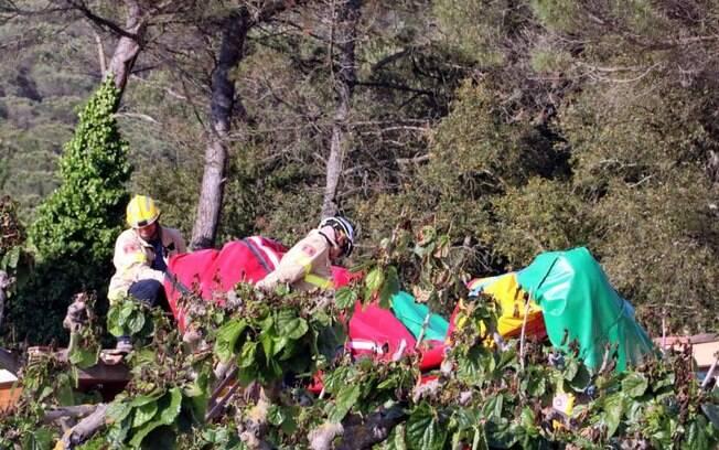 Foram encontrados detritos do pula-pula a mais de 36 metro da explosão, inclusive no telhado do restaurante