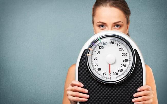 Especialista avisa que quem deseja perder peso não pode só parar de comer doces, é preciso fazer exercícios físicos