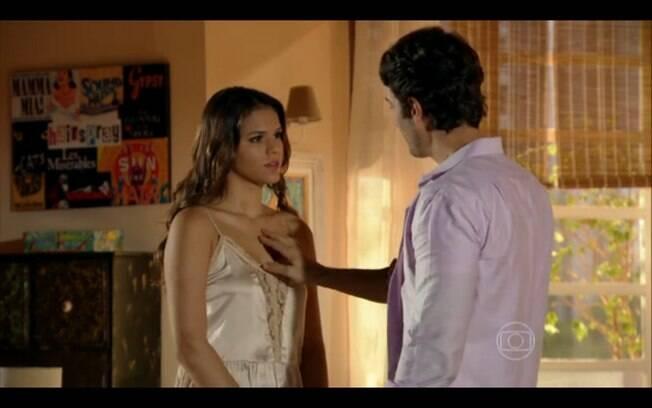 Laerte pede Luiza em casamento
