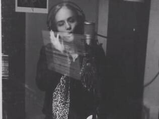 Angélica canta