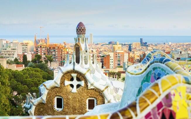 Parc Guell, parque de Barcelona, na Espanha, está entre as opções de pontos turísticos para aproveitar ao descer do navio
