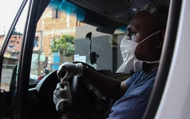 Alexandre Santos é bombeiro e um dos motoristas da ambulância