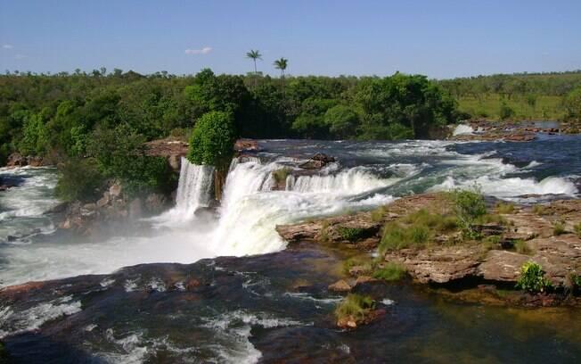 Cachoeiras que formam piscinas naturais e encantam o olhar fazem parte da paisagem no Jalapão