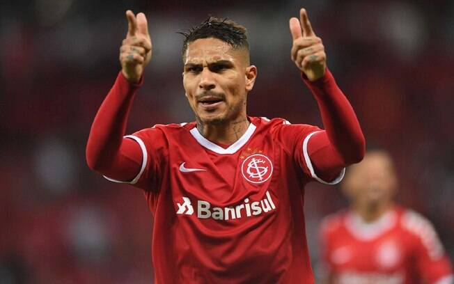Casagrande apontou Guerrero como o melhor centroavante da América do Sul