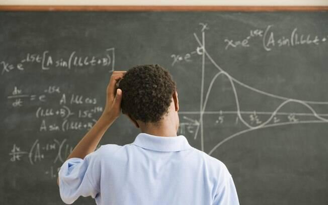 ENSINO DE MÁ QUALIDADE - No Brasil, mais de 90% dos estudantes terminaram o ensino médio em 2013 sem o aprendizado adequado em matemática. Foto: Thinkstock/Getty Images