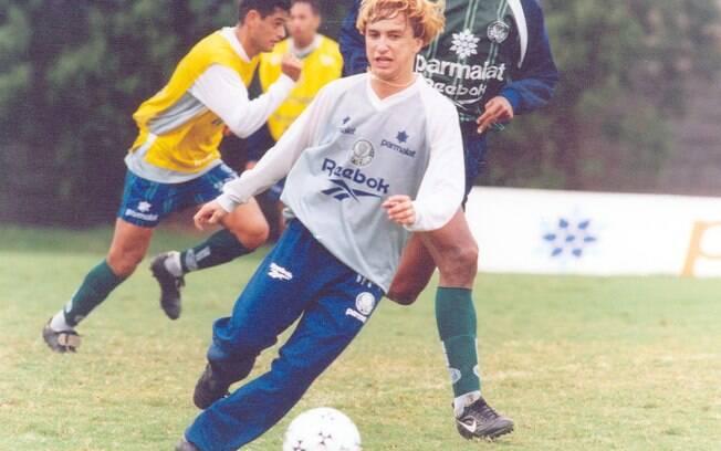 Paulo Nunes: ídolo do Palmeiras e conhecido  por provocar os rivais, atacante jogou no  Corinthians em 2001 e nunca caiu nas graças da  torcida